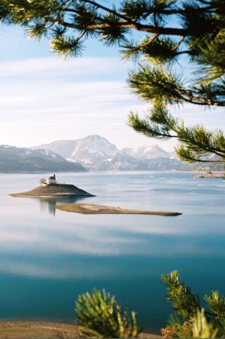 Notre fameuse Chapelle... Lac de Serre-Ponçon - hautes alpes