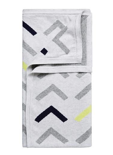 100% cotton blanket with front multi arrow intarsia pattern and grey backing