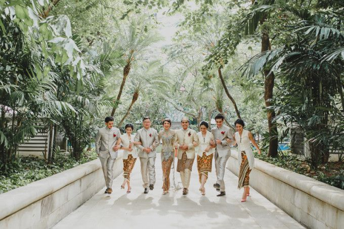 Fancy color for traditional wedding themed | 71 Best Traditional Indonesian Wedding Moments | http://www.bridestory.com/blog/71-best-traditional-indonesian-wedding-moments
