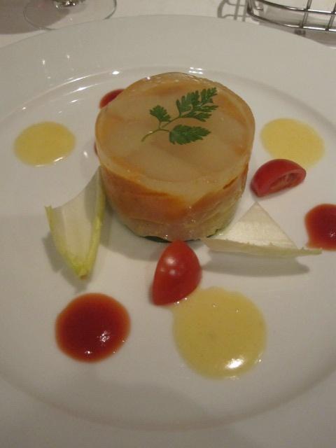 セラヴィーナガノ - 前菜・帆立貝のクリューグリンマスタード風味と甘海ピュレ洋ナシのセルクル仕立て