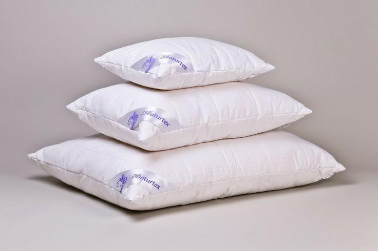Levendula párna  A Naturtex Kft. által gyártott, Levendula kivonattal kezelt, 100% természetes alapanyagból készült párnát azoknak ajánljuk, akik hálószobájukban is a természetes anyagokat részesítik előnyben. Fedőanyaga és töltete is tiszta pamut, emellett a párna a levendula nyugtató, relaxáló hatásával biztosít zavartalan alvást, kellemes ébredést.