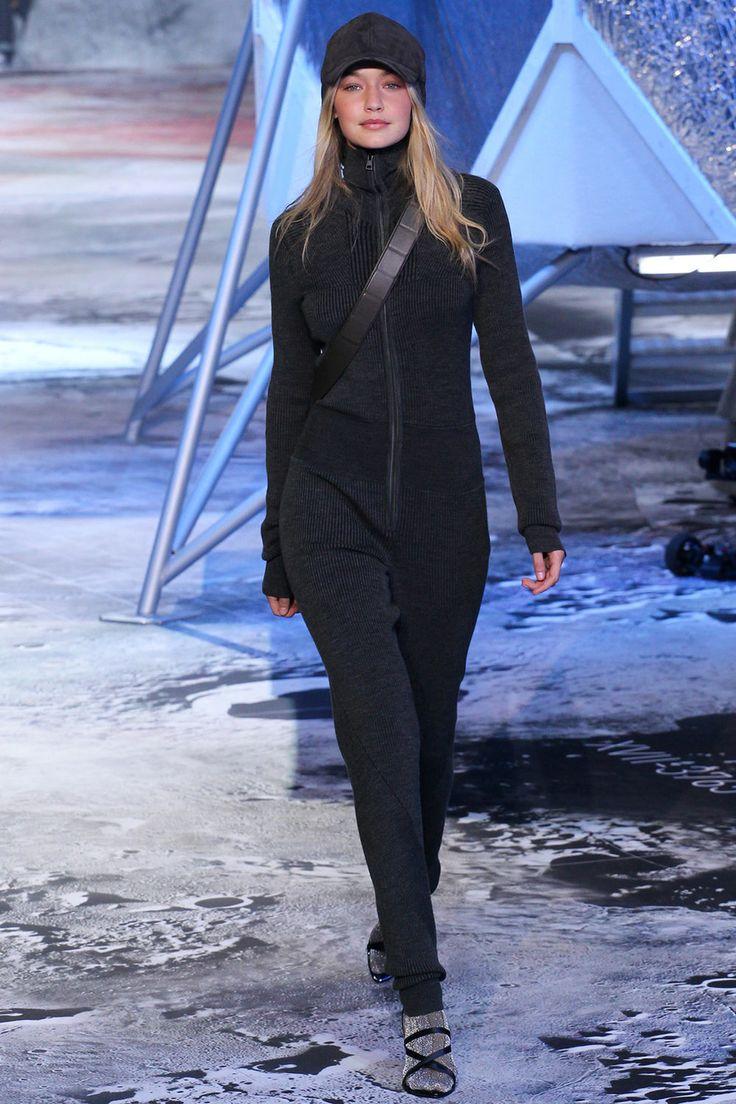 Джижи Хадид исполнилось 20 лет. Дочь богатых ролителей начала карьеру модели в 2012 году, работала для Guess и Victoria's Secret, стала лицом Tom Ford, подписала контракт с Maybelline NY, снялась для Pirelli, Sports Illustrated и GQ, открывала показы Недель моды в Милане и Нью-Йорке.