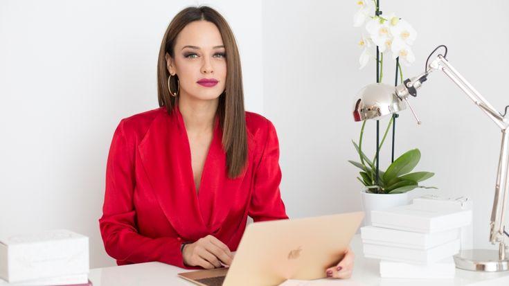 Andreea Raicu a deschis un showroom în care găsești o parte din colecțiile ei de haine și bijuterii. Revista Unica a fost în vizită.