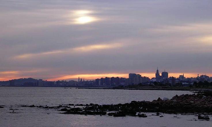 Montevideo, atardecer cerro, skyline ciudad vieja y centro