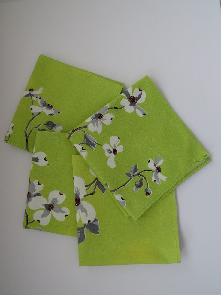 Vintage WILENDUR Dogwood Napkins - Set of 4 - White Dogwoods on Lime Green - Collectible Vintage Table Linens -  Crafts AS IS by shabbyshopgirls on Etsy