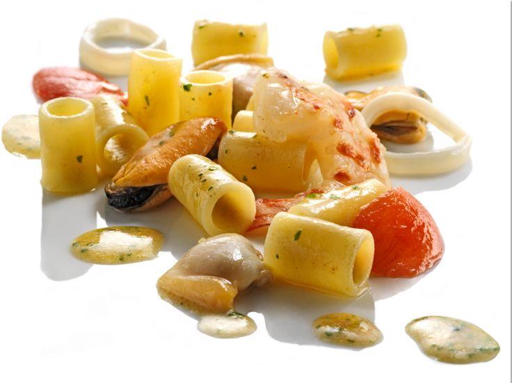 Gnocchetti di Zita con frutti di mare - Chef Heinz Beck. Scopri la ricetta sulla pagina Facebook della pasta De Cecco! https://www.facebook.com/notes/pasta-de-cecco/gnocchetti-di-zita-con-frutti-di-mare-chef-heinz-beck/1492089694151030