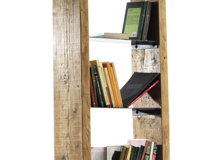 Faust una libreria di legno con scaffalature di ferro con altezze diverse che consentono l'inserimento di libri e oggetti di varia dimensione.Il taglio diagonale frontale della struttura crea dinamicità e leggerezza visiva. Attraverso due piccole staffette di ferro sul retro è possibile fissare la libreria alla parete.La libreria Faust è un omaggio al personaggio di Faust di Johann Wolfgang von Goethe, che immagazzinava tutto il sapere umano come fosse una grande libreria. Tipologia di…