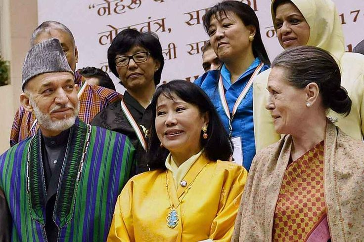 Congress President Sonia Gandhi, former President of Afghanistan Hamid Karzai and Queen Mother of Bhutan, Gyalyum Sangay Choden Wangchuck at the concluding session of the two-day long international conference to commemorate the 125th birth anniversary of Pt Jawaharlal Nehru at Vigyan Bhawan, in New Delhi. ■ Photo: PTI