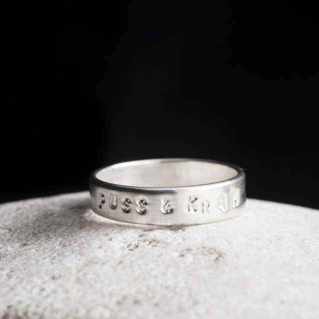 Puss & kram #1, silver ring by Made by Leena #nordicdesigncollective #madebyleena #hugs #kisses #silver #ring #jewelry #accessories #lovemessage #love