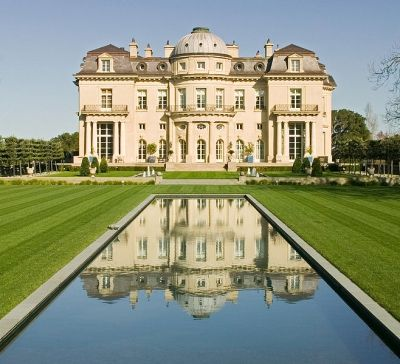 Carolands is a chateau style castle-like mansion, built in 1914. Located in Hillsborough, California.