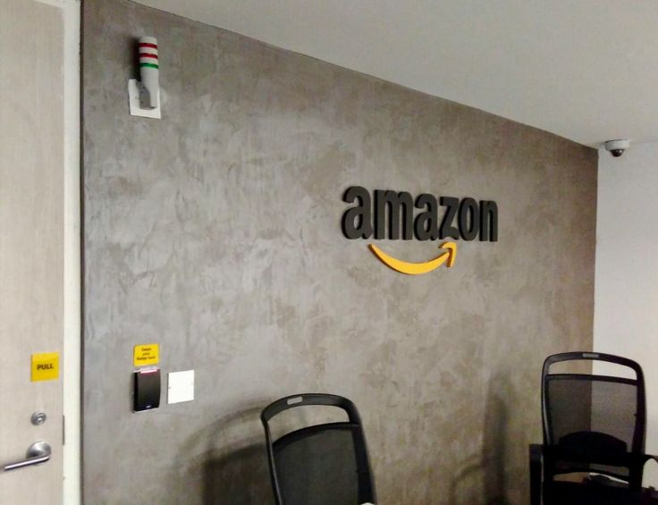 The Amazon India offices use Oikos Antico Velluto to dress up their walls.