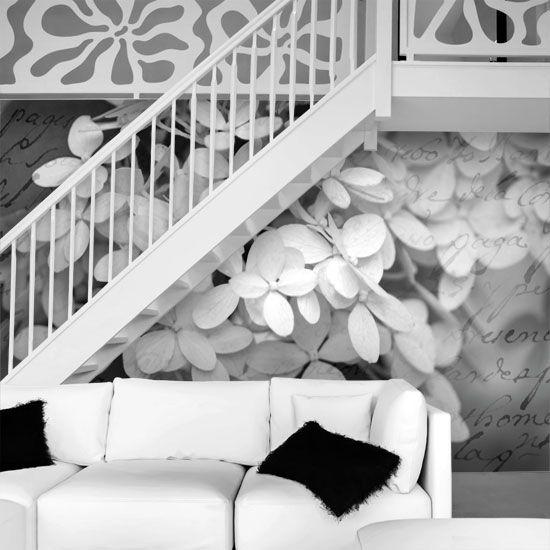Kwiaty hortensji jako ozdoba ściany.