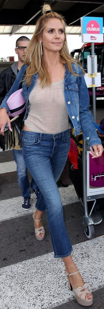Heidi Klum's denim jacket, jeans, straw handbag, and nude platform sandals