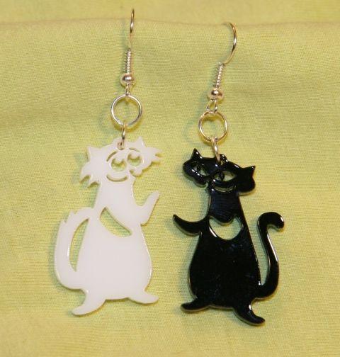 Fekete-fehér macskák fülbevaló, Ékszer, óra, Fülbevaló, Ékszerkészítés, Újrahasznosított alapanyagból készült termékek, Meska