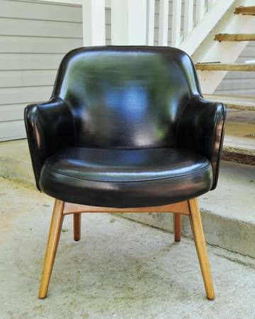 Pair Of Fantastic KNOLL Chairs, Mid Century Modern