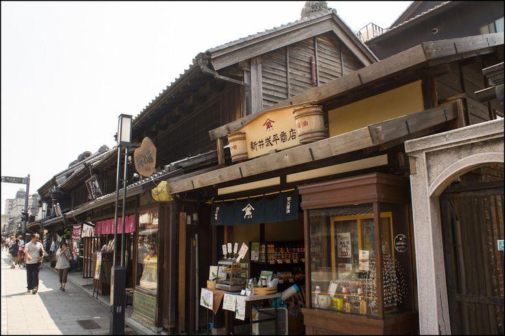 El santuario de Meiji o Meiji Jingū (明治神宮) es muy popular Tokio. Situado en Harajuku, al lado del parque Yoyogi, está dedicado al emperador Meiji.
