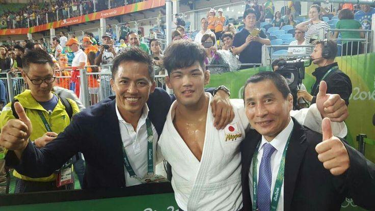 [Gold Medal for Ono] we received a great photo from RIO.  With Mr. Hosokawa(director of  IJF Coordination Committee), Olympic Champion in 1984 and Mr. Nomura, 3 times Olympic Champion!!!! they are from Tenri University.  【大野将平選手金メダル獲得】 8日、ブラジルで行われているリオデジャネイロ五輪で、男子73㎏級大野将平選手(旭化成)が見事金メダルを獲得しました。 決勝戦直後に1984年ロサンゼルス五輪金メダリストで国際柔道連盟コーディネーション委員会ディレクター・全日本柔道連盟理事の細川伸二氏と、アトランタ・シドニー・アテネ五輪の金メダリストである野村忠宏氏との3ショットの写真が届きました。(3人とも天理大卒)