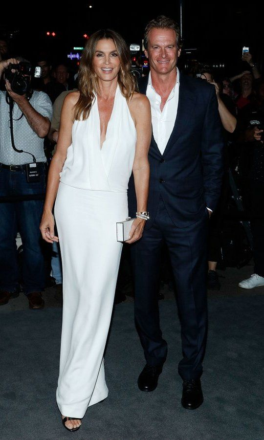 09.08.2016 | ... wearing a Tom Ford halter gown was Cindy Crawford, who arrived with husband Rande Gerber.