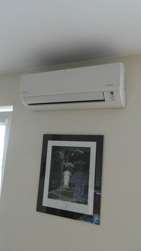 Klimatyzator firmy Daikin zamontowany w mieszkaniu w Warszawie