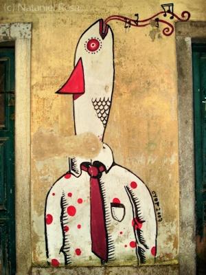 """Graffiti: """"O homem-sardinha"""" (Alfama, Lisboa. Julho 2010)"""