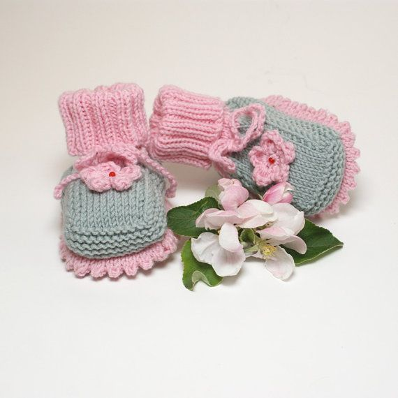 Pink and grey babie booties knit baby girl booties by Tuttolv