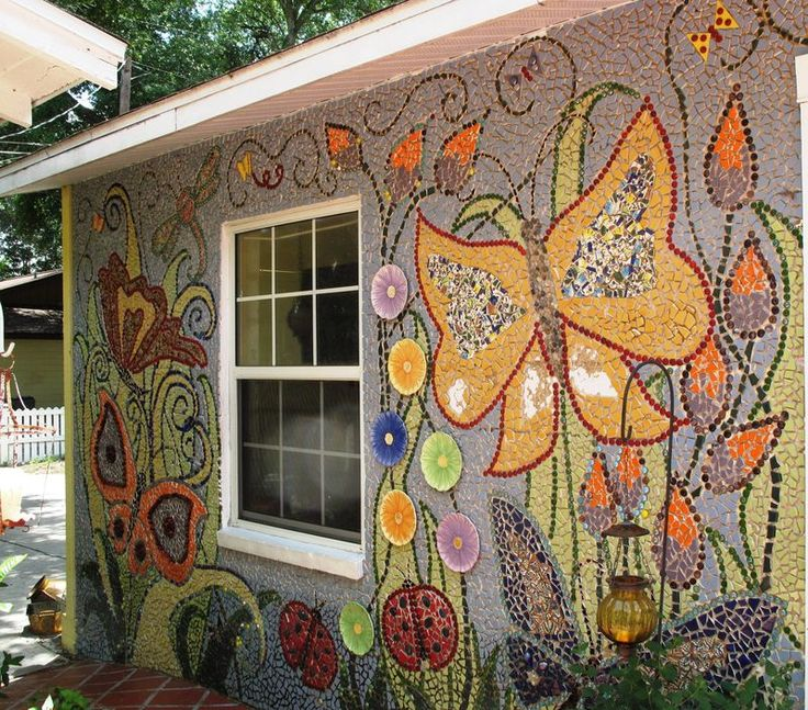 Hey, I want to do this on the back of the house. I could do an even bigger design on the blank west wall of the house. Goodbye yucko-stucco and hello colorful mosaic.