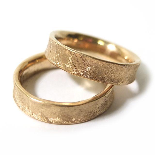 WASZE OBRĄCZKI © Obrączki z żółtego złota z odciskami palców.   Marcin Gronkowski i Jan Suchodolski  http://waszeobraczki.pl/  pytania o cenę proszę kierować na: waszeobraczki@gmail.com