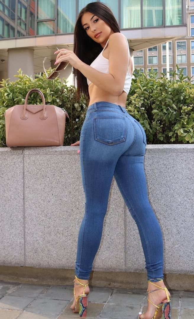 Video hot girl in tight jeans