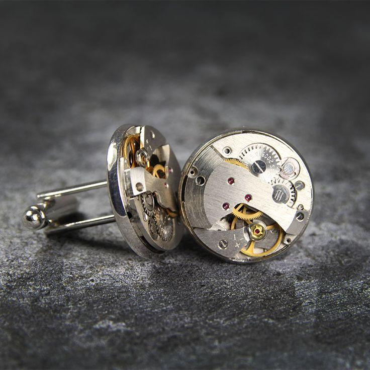 Spinki do mankietów Steampunk Practico Oryginalne spinki do mankietów wykonane z elementów mechanizmu zegarka, Wielkość 22 mm. Dostępne w butiku Madame Allure!