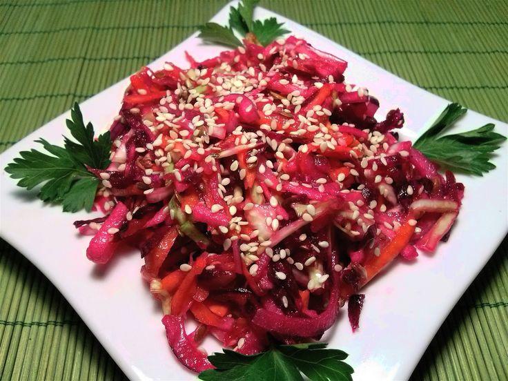 Молодые овощи, лучше есть сырыми.  Их можно подать к столу с различными соусами и заправками.  Сделать салат можно  из молодых овощей.  Для этого подойдут морковь, свекла, молодая капуста, огурцы, помидоры. Готовим: https://www.youtube.com/watch?v=PblAtQGVbNA