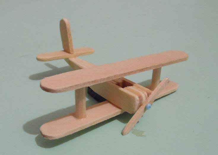 Miniatura de madeira avi o de palito de picol popsicle for How to make things out of sticks