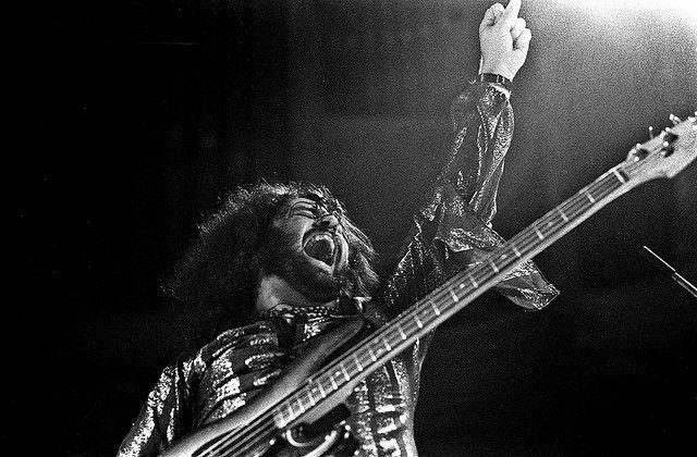 Gentle Giant, Musikhalle Hamburg, April 1974: Derek Shulman (voc, guitar)
