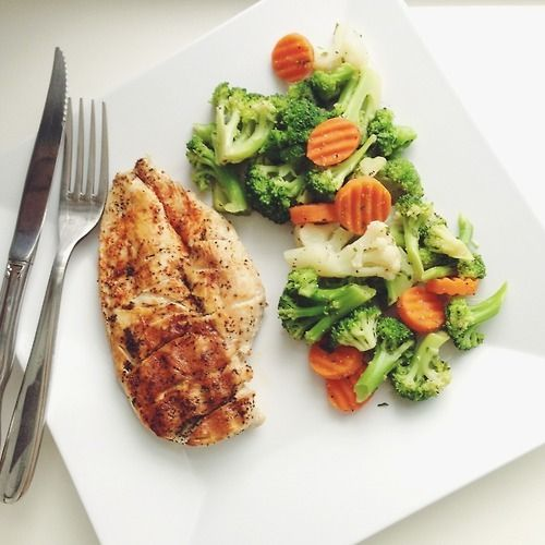 Can't go wrong with lean grilled meat and steamed veggies! (just make sure you don't overcook the veggies). #eatright #healthylifestyle #ThinkMarquis