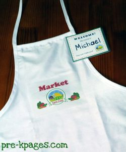 Make your own child-sized apron to go with your dramatic play grocery store theme via www.pre-kpages.com #preschool #play