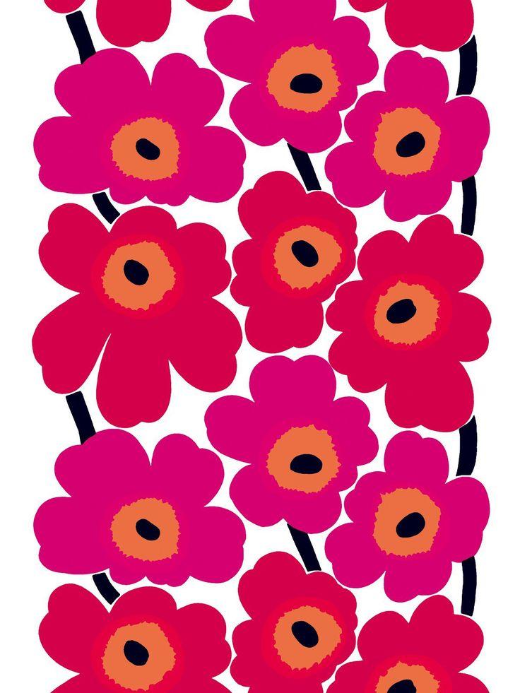 """Иконы скандинавского дизайна   Узор Unikko (""""Мак"""") от Marimekko    Немногие дизайны становятся символом целой эпохи, как Unikko (""""Мак""""), ткань, созданная финским дизайнером Майей Исолой в 1964 году для компании Marimekko. Ее простой, стилизованный дизайн типичен для 60-х, но поразительная дерзость узора с огромными, ярко раскрашенными цветами удивила очень многих.     Этот дизайн мог и вообще не появиться на свет. Арми Ратиа, одна из владельцев и творческий лидер хельсинкской компании…"""