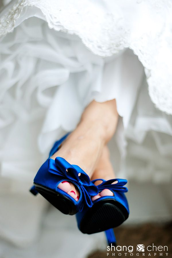 Make sure you take a photo of your gorgeous shoes! Lovely photography by shangchenphoto.com #weddings #photography #susansays-blue