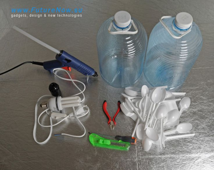 Making a lamp from plastic bottle and plastic spoons