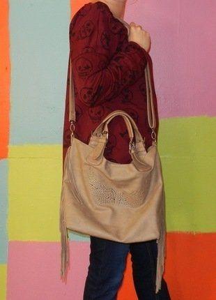 À vendre sur #vintedfrance ! http://www.vinted.fr/sacs-femmes/sacs-fourre-tout/22757842-sac-a-main-ou-bandouliere-fourre-tout-matiere-cuir-motif-aile-dange-avec-des-franges-sur-les-cotes