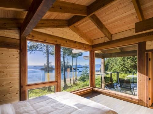 Wya Point Resort Ucluelet (British Columbia) Offering 2 private beaches, Wya Point Resort is located on an old First Nations village site 7 minutes away from Ucluelet city centre and Pacific Rim National Park. Both luxury chalets and rustic yurts are available at the property.
