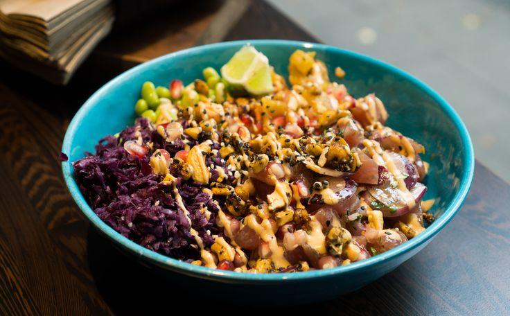 Grün leuchtende Edamame, knackig orangene Möhren, saftige Gurken und frischer Fisch auf einem Bett aus Sushi-Reis sind der neue Foodtrend in Deutschland.