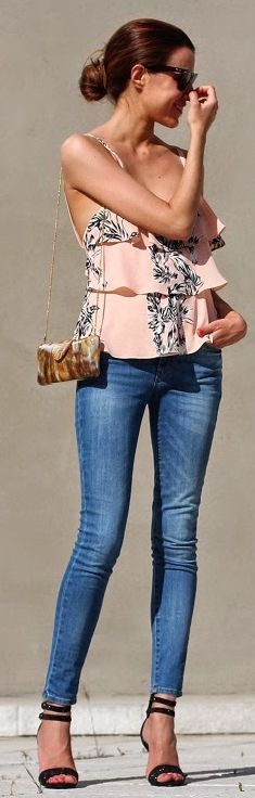 pink ruffled tank top, mini bag and denim skinny jeans #spring #style