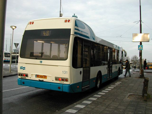 Matkustaisin ympäri kaupunkia bussilla siinä tapauksessa, jos on pitkä matka. Toisissa tapauksissa matkustaisin kävelleen, koska Amsterdam on tosi kaunis kaupunki ja siinä on paljon nähtävää.