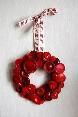 red buttons wreath.