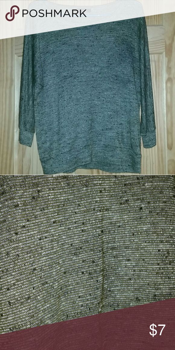 Forever 21 3/4 sleeve shirt Size small. Only worn a couple of times. Excellent condition. Relaxed/slouchy fit. Army green with a black and white tweed type pattern. Has a decorative seam down the back. Really cute with leggings. Forever 21 Tops Blouses