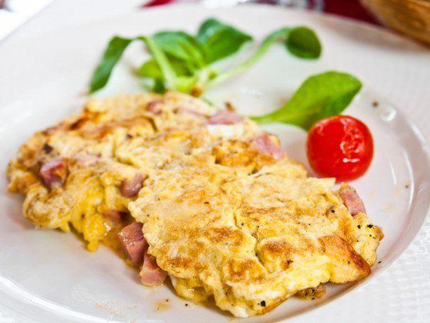 Французский омлет с мясом и помидорами