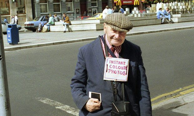 Arthur Fields in O'Connell Street, Dublin, in the 1980s. He took an estimated 182,500 photographs over the 50 years he stood on the bridge.