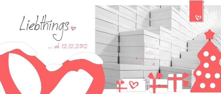 """Wohin reisen die schönen Kartons wohl bald? Welche davon liegen bald unter einem Weihnachtsbaum? Der Gedanke, dass ihr euch beim Auspacken freut, ist ein tolles Gefühl ... da macht sogar spät-abendliches Karton-Stapeln Spaß. Versprochen, das """"freuen-auf-Geschenk-auspacken-Gefühl"""" bleibt auch nach Weihnachten erhalten! ;) ... noch 15 Tage. // #Liebthings. Deine Lösung für Beauty & Style unterwegs. www.Liebthings.com. Beauty-Gadget für Frauen mit #Beauty-Produkten in #Mini-Format."""