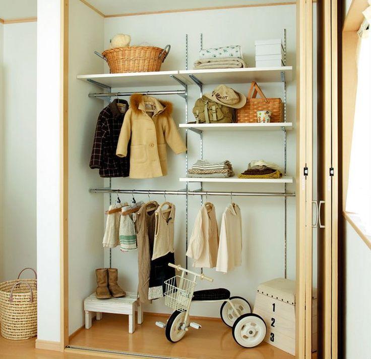 Estante de la pared para el guardarropa blanco imagen - Estantes para armarios ...