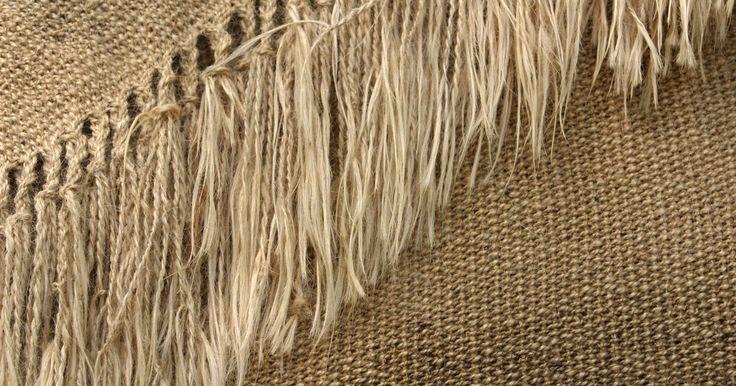 Ideias para cortinas de serapilheira. Conhecido primariamente como material para ensacamento, a serapilheira agora tem um lugar no interior de casas estilosas. Tradicionalmente feita de estopa ou fibras vegetais, a serapilheira texturizada adiciona um toque rústico aos estilos de decoração que vão do formal ao industrial. A grande variedade de tecidos — dos tecidos de ensacar de malha ...