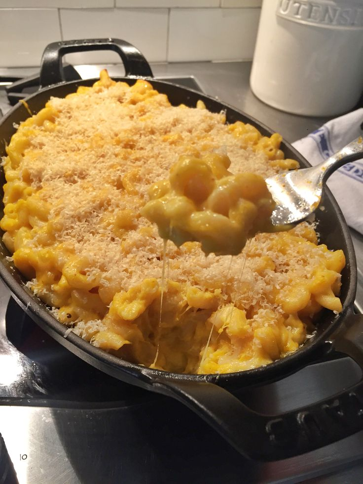 Buttercup Squash Mac n' Cheese - ooey, gooey, good! Three melted cheeses plus the nutrition boost of roasted buttercup squash, this easy macaroni and cheese recipe is a definite crowd-pleaser. Perfect for entertaining and a great side dish. Kid-friendly to boot! Homemade comfort food at its finest. Great for thanksgiving too!